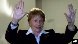 FILE - Sofia Imber, founder and former director of the Contemporary Art Museum of Caracas, gestures to reporters before a news conference in Caracas, Venezuela, Jan. 23, 2001. Imber was one of 16 heads of state-run cultural institutions, including museums, publishing houses and theaters, fired by President Hugo Chavez.