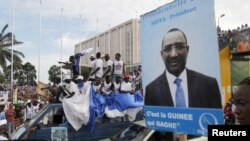 FILE - Supporters of Union des Forces Republicaines (UFR) presidential candidate Sidya Toure attend his campaign rally at the yard next to the parliament building in Conakry.