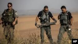 Tentara Israel di sebuah ladang pertanian dekat perbatasan Israel di jalur Gaza. (Foto: dok).