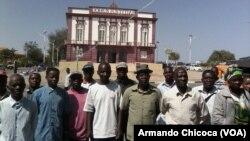 Trabalhadores do estaleiro do Governo do Namibe protestam