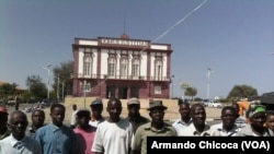 Trabalohadores manifestam-se em Moçâmedes - 1:27