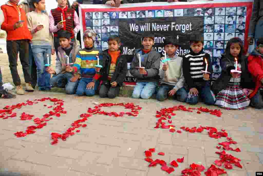 اظہار یکجہتی کے لیے اسلام آباد میں اکٹھے ہونے والے بچے۔