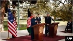 Američka državna sekretarka Hilari Klinton i avganistanski predsednik Hamid Karzai u Kabulu 20. oktobar, 2011.
