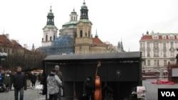 捷克布拉格市中心俄教堂。(美国之音白桦拍摄)
