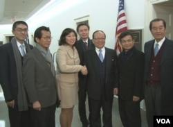 台灣代表團與美國聯邦眾議員孟昭文(女)合影(來源:台灣駐美代表處)