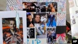 Fotos y mensajes en el lugar en que murió Paul Walker, sobre la Rye Canyon Road en Santa Clarita, California.