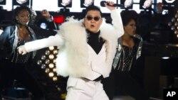Psy2012年12月31日除夕夜在纽约时报广场表演。