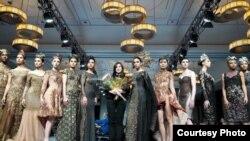 """Desainer Indonesia, Meggie Hadiyanto, belum lama ini membawa koleksi pakaiannya yang bertema """"Wayang"""" ke panggung Couture Fashion Week yang diselenggarakan di kota New York, AS."""