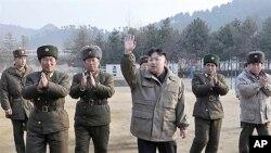 지난 19일, 군부대를 시찰하는 김정은 부위원장