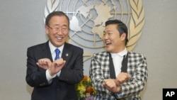 聯合國秘書長潘基文 (左) 與 Psy (右)