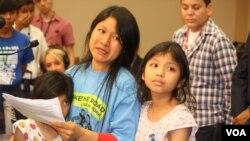 Araceli Cruz junto a sus hijas Ariana de 7 años, y Leslie de 9.