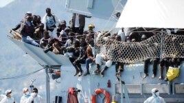 Anije tjetër me azilkërkues në Itali