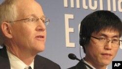 '14호 개천관리소에서의 탈출'의 주인공 신동혁 (오른쪽)과 책 저자 블레인 하든.