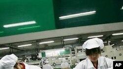 중국 관동주 팍스콘에서 근무하고 있는 노동자들 (자료사진)