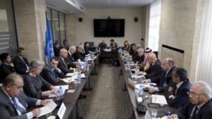 Tư liệu - Quang cảnh cuộc họp giữa đặc phái viên Liên Hiệp Quốc Staffan de Mistura và những thành viên của phe đối lập Syria trong cuộc đàm phán hòa bình tại Văn phòng Liên Hiệp Quốc.