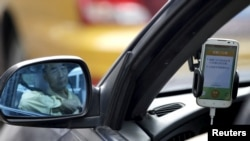 Một tài xế sử dụng ứng dụng của Didi Chuxing ở Bắc Kinh.