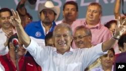 Salvador Sánchez Cerén celebró su triunfo de manera anticipada. Aún no es declarado presidente electo.