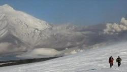 Извержение вулкана на Камчатке продолжается