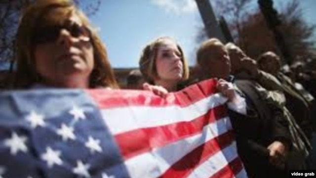 Ceremoni mortore për viktimat e shpërthimeve në Boston