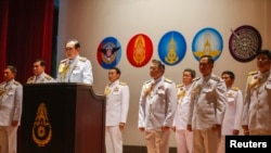 Thai Army chief General Prayuth Chan-ocha (3rd L) addresses a news conference at Army Headquarters in Bangkok, May 26, 2014.
