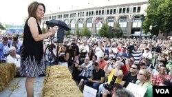Kandidat Presiden dari partai Republik, Michele Bachmann saat melakukan kampanye di Des Moines, Iowa (12/8).