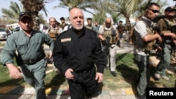 Firayim Ministan Iraq Haider al-Abadi yayinda ya ziyarci mayakan kasar a bakin daga