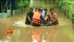 سیلاب سے متاثرہ عارضی پناہ گاہوں میں طالب علموں کو روزمرہ کی تعلیم