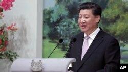 Chủ tịch Trung Quốc Tập Cận Bình hôm 6/11 tuyên bố các hòn đảo ở Biển Đông 'là lãnh thổ của Trung Quốc từ thời xa xưa', một ngày sau khi rời Việt Nam trong chuyến thăm mà ông được 'chào đón trọng thể' với 21 phát đại bác bắn đi từ Hoàng thành Thăng Long.
