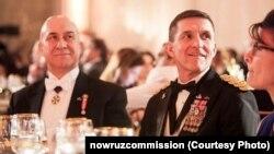 بیژن کیان (چپ) مدیر شرکت ایتل گروپ، شرکت مشاوره مایکل فلین (راست) است