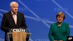 Federal İçişleri Bakanı Horst Seehofer ve Başbakan Angela Merkel