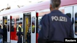 Xe lửa chở di dân tiến vào ga xe lửa chính ở Munich, Đức, ngày 13/9/2015. Đức đã đình chỉ tất cả các chuyến xe lửa trong 12 tiếng đồng hồ với nước láng giềng Áo – là tuyến đường chính mà 450.000 người tỵ nạn đã đến Đức.