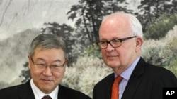 美国负责北韩事务的特使博斯沃思和韩国外长金星焕