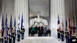 Növbəti prezident öz ailəsi ilə Linkoln Memorialında konsertə qatılır.