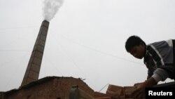 Báo cáo của Bộ Lao động Mỹ nói các vấn đề về lao động được phát hiện tại Việt Nam chủ yếu trong ngành sản xuất gạch và dệt may