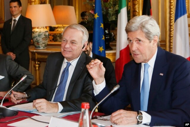 French Foreign Minister Jean Marc Ayrault, left, and U.S. Secretary of State John Kerry attend a meeting at the Quai d'Orsay ministry in Paris, March 13, 2016.