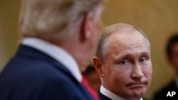 Президенти Трамп і Путін на прес-конференції у Гельсінкі після першого саміту 16 липня 2018р.