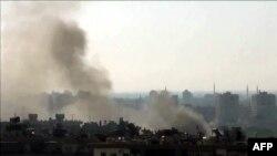 Hình chụp từ một đoạn video trên YouTube hôm 22/7/2012 cho thấy khói bốc lên từ khu vực al-Mazzeh trong thủ đô Damascus
