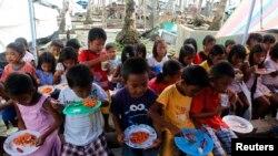 El poderoso tifón Haiyan dejó a miles de personas sin hogar ni comida en Filipinas, en noviembre del año pasado.