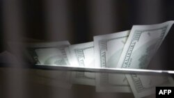 SHBA: Dobësohet dollari për shkak të shqetësimit të investitorëve