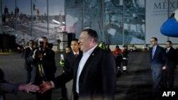 El Secretario de Estado de EE. UU., Mike Pompeo, llega al Aeropuerto Internacional de la Ciudad de México en la Ciudad de México el 18 de octubre de 2018.