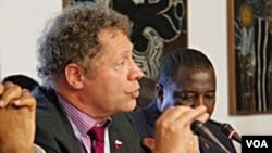 Dr. Seth Berkley, pemimpin Aliansi Global untuk Vaksin dan Imunisasi (GAVI). Memperingati hari Kanker Sedunia, 4/2/2013, GAVI canangkan kampanye imunisasi untuk melindungi anak perempuan dari kanker rahim.