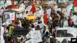 کراچی میں امن کے لئے کوشیش جاری، وزرائے داخلہ کا فضائی دورہ