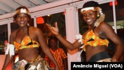 Dançarinas moçambicanas