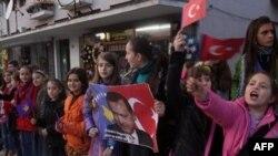 Kosovalı öğrenciler Erdoğan'ı beklerken