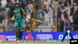 ابو ظہبی میں جمعے کو افغانستان کے خلاف میچ جیتنے پر پاکستانی کرکٹر حسن علی خوشی کا اظہار کرتے ہوئے