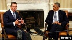 Generalni sekretar NATO-a Anders Fog Rasmusen i predsednik Barak Obama tokom susreta u Beloj kući