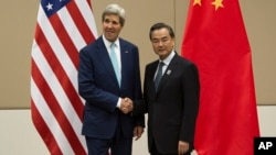 El secretario de Estado de EE.UU., John Kerry, se reunió con su par de China, Wang Yi, en busca de una solución a las aguas disputadas en el sur del gigante asiático.