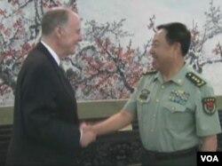 美白宫国安顾问多尼伦和中共中央军委副主席范长龙会晤(美国之音视频截图)