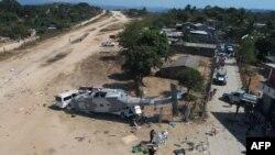 Vue aérienne de l'hélicoptère militaire qui est tombé sur une camionnette à Santiago Jamiltepec, État d'Oaxaca, au Mexique, le 17 février 2018.