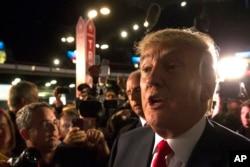 Donald Trump berbicara kepada media setelah debat pertama Partai Republik (6/8).